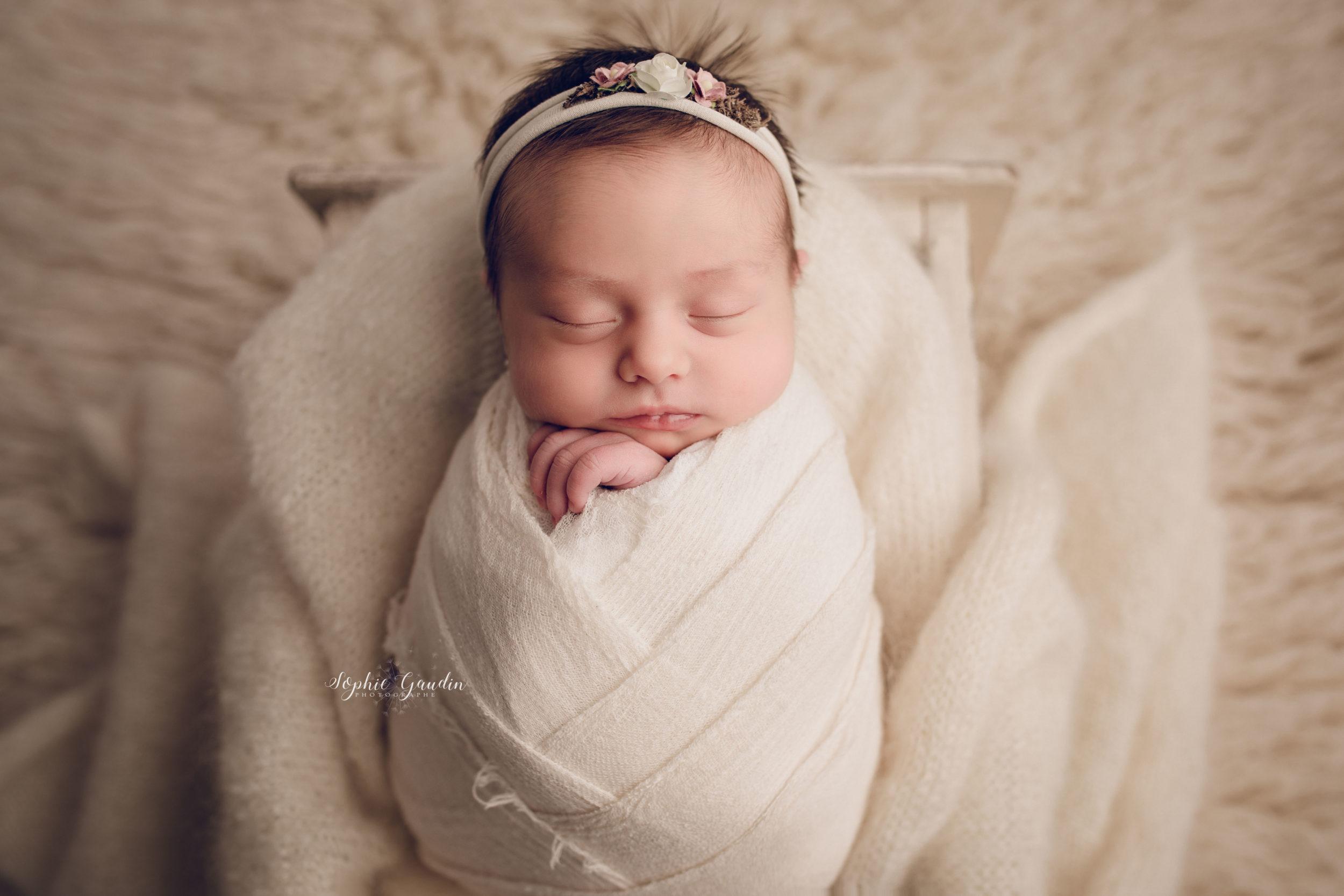 photographe-bebe-emmaillote